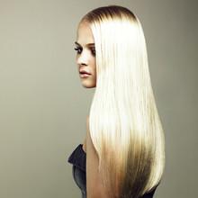 Красивая женщина с великолепным волосами