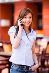 Femme et téléphone