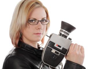 blonde Frau mit Retro Filmkamera