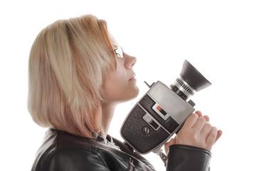 blonde, junge Frau mit Kamera, weisser Hintergrund