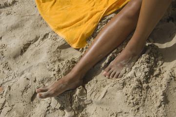 Jambes sur la plage