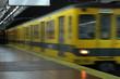Leinwanddruck Bild - Subway train leaving the station