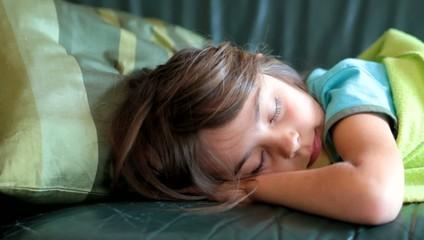 s'endormir sur le canapé