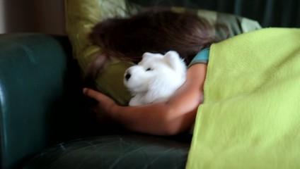 s'endormir avec une peluche