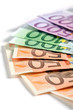 banconote in euro su fondo bianco