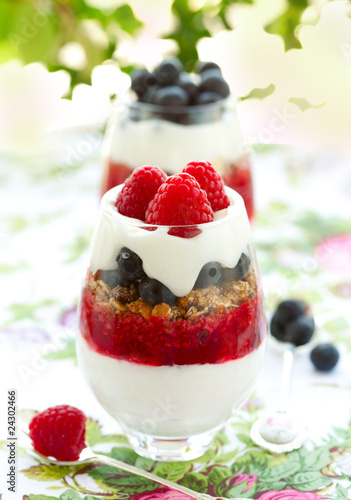 raspberry and blueberry parfait