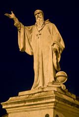 Umbria, Norcia, statua di S. Benedetto 2