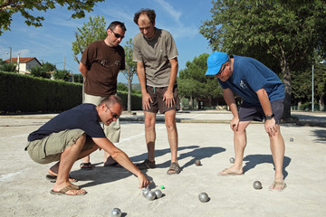 Pétanque : Discussion du point et Mesure !...