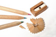 crayons de couleurs et taille-crayon