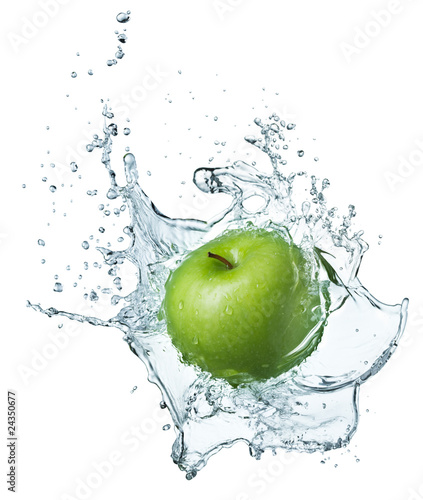 zielone-jablko-w-wodzie