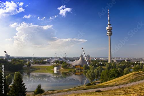 Leinwanddruck Bild Fernsehtum von München im Olympiapark