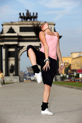 woman modern dancer in sity against classic arch