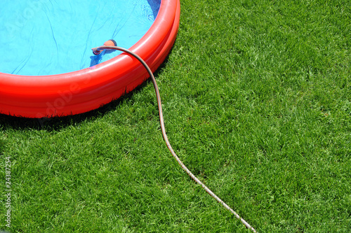 Planschbecken im Garten - 24387254