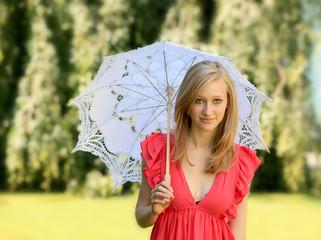 Portrait einer jungen Frau mit Sonnenschirm