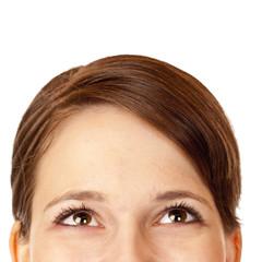 junge hübsche Frau schaut  fröhlich mit den Augen nach oben