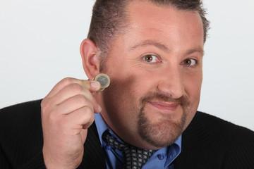 Portrait d'un homme avec une pièce de monnaie