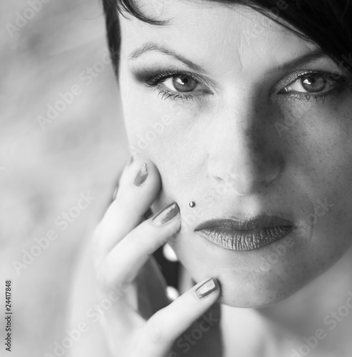 b/w portrait of a young beauiful woman