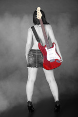 Frau mit Gitarre am Rücken, Woman with a guitar on his back,2