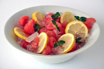 Melone, limone e menta con ghiaccio