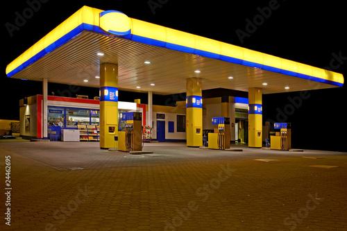 Tankstelle in der Nacht - 24462695
