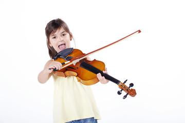 Mädchen mit Geige freut sich