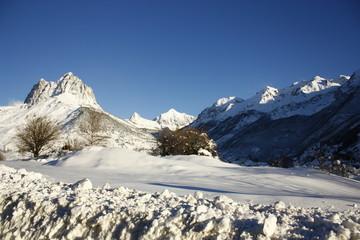Foratata, montañas con nieve del Pirineo