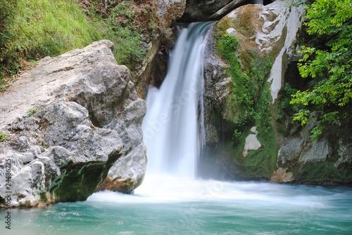 Cascata laghetto di san benedetto subiaco roma for Cascata per laghetto
