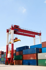 Freight Containers  Crane