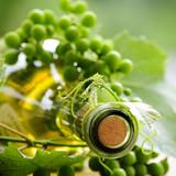 Białe wino i białe grona