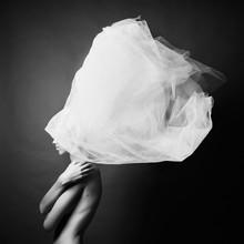 Femme nue en turban élégant