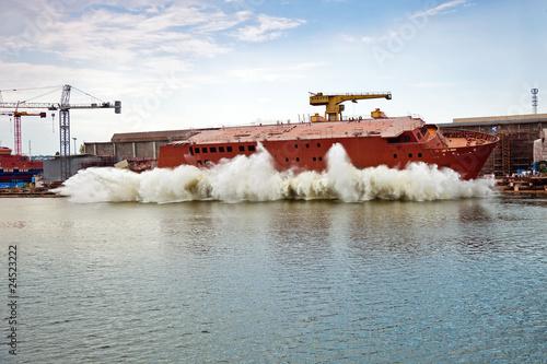 Leinwanddruck Bild Ship launching