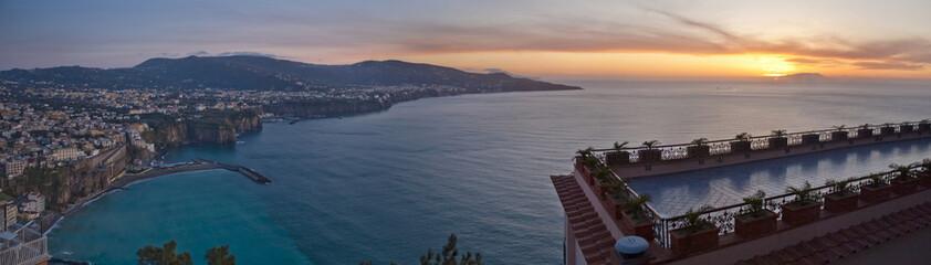 Sorrento y el Mar al atardecer (panorámica)