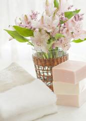 ピンクの石鹸とブーケ