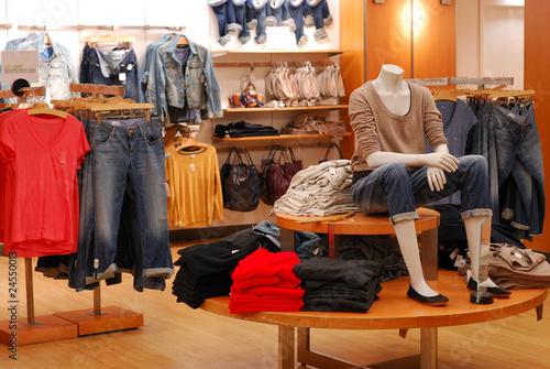 Shopping in a causal clothing store - 24550013