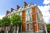 Large house in London's wealthy neighborhood Notting Hill. - 24560497