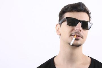 ragazzo che fuma