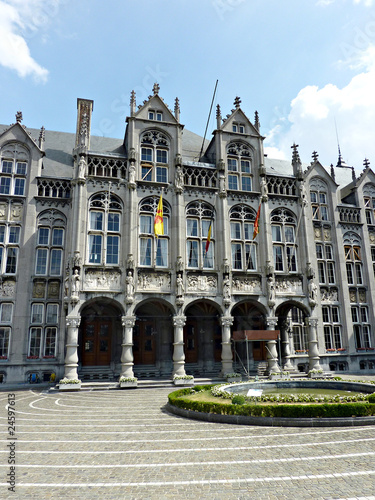 Leinwanddruck Bild Palace of the Prince-Bishops in Liège, Belgium