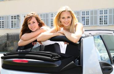 Mädels im Cabrio