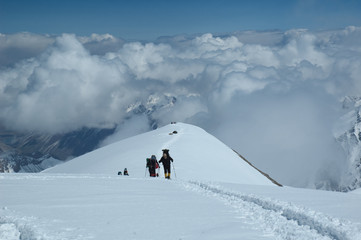 Mountaineers at 5900m on the way up to camp two (mt. Razdelnaya)