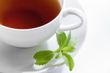 Stevia und Teetasse