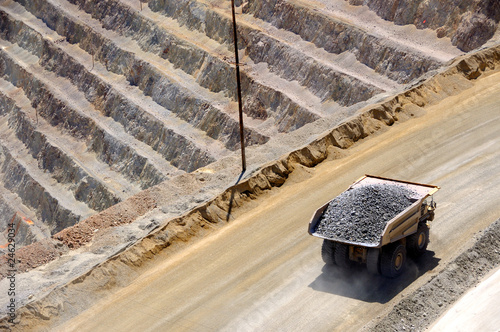 Deurstickers Canyon Giant Ore Truck at Bingham Kennecott Copper Mine