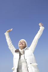Justine,hiver,bras en l' air