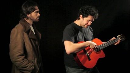 Guitariste et spectateur