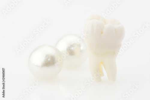 Healthy teeth concept. Real human wisdom tooth and natural pearl - 24660617
