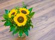 Sonnenblumen, Blumenstrauß, Holz, zum Einzug