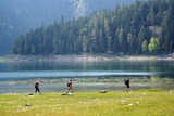 Backpackers jn the bank of Black lake, Dormitor