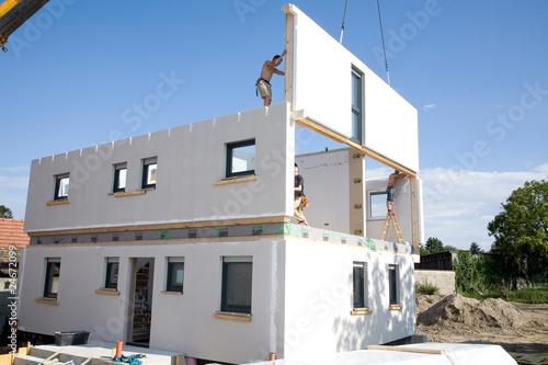 Leinwanddruck Bild Fertigteilhaus Aufbau