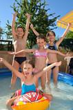 enfants dans piscine