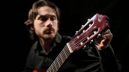 Guitariste 7 - Accordage de guitare