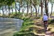 Vélo au bord du canal du Midi - 24709083